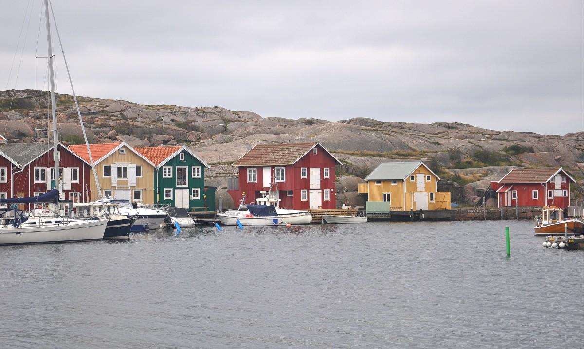 Zdjęcia: Smögen, Vastra Gotaland, Kolorowe domki wśród skał, SZWECJA