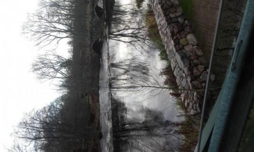 Zdjecie SZWECJA / angelholm / nad rzeką  / skały