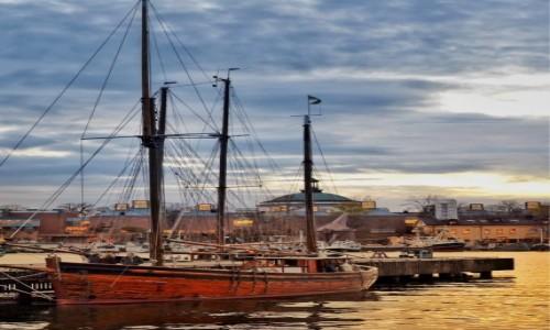 SZWECJA / Sztokholm / Sztokholm / Port w sąsiedztwie muzeów: Vasy i Nordyckiego