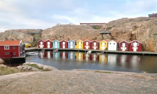 Zdjecie SZWECJA / Vastra Gotaland / Smögen / Kolorowe domki wzdłuż Smögenbryggan