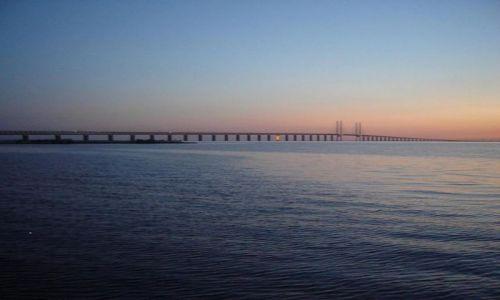 Zdjecie SZWECJA / Malmoe / pole namiotowe nad ciesnina Limhamn / Most miedzy Szw