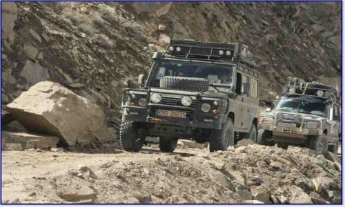 TADŻYKISTAN / Pamir / Z Murgab w kierunku rzeki Pamir (do Langar) / Land Rovery na szlaku