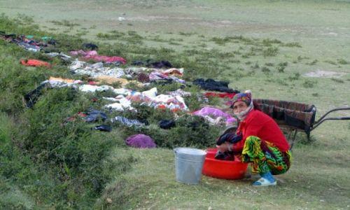 Zdjęcie TADŻYKISTAN / GBAO / zagubione gdzies w gorach osady / pralnia miejska