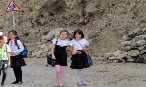 Zdjęcie TADŻYKISTAN / Górski Badachszan / Chorog / W drodze ze szkoły