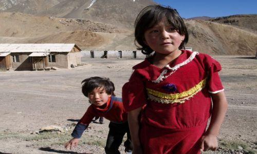 TADŻYKISTAN / brak / Tadżykistan / Dzieci z tadżyckiej wioski