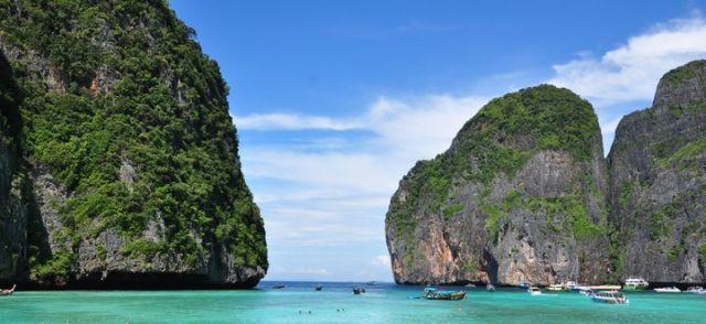 Zdjęcia: Ko Phi Phi, Rajska acz gigantycznie zatłoczona plaża, TAJLANDIA