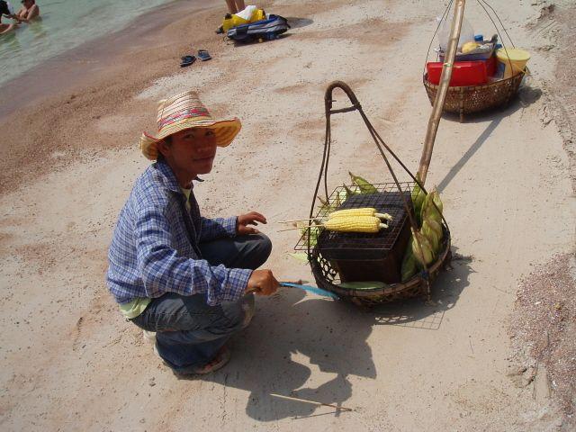 Zdjęcia: Ko Tao, Posiłek na plaży, TAJLANDIA