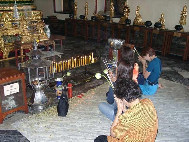 Zdjęcia: Bangkok, Tak się modlą wyznawcy Buddyzmu, TAJLANDIA