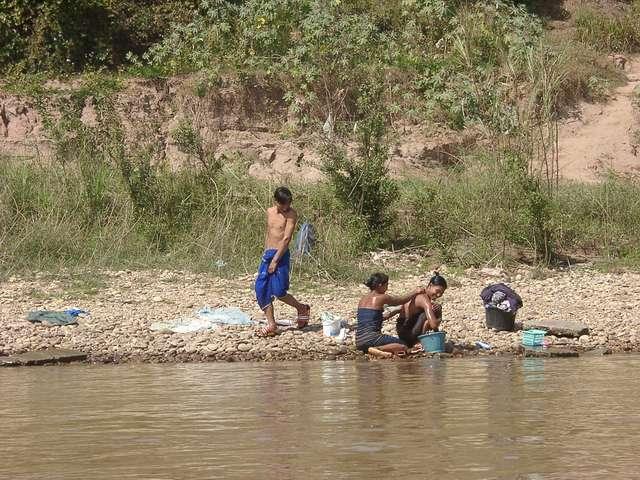 Zdjęcia: Mekong River / Golden Triangle, Codzienna toaleta Birmańczyków, TAJLANDIA