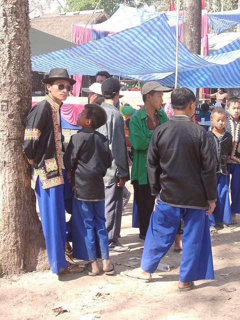"""Zdjęcia: Laos, Golden Triangle - pogranicze z Tajlandią, Festyn ludowy Laos - """"kawalerka"""", TAJLANDIA"""