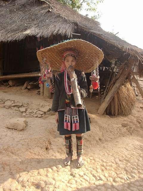 Zdjęcia: Płn. Tajlandia / pogranicze z Birmą, Na skręta nie wygląda, TAJLANDIA
