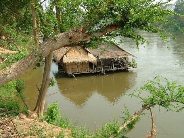 Zdjęcia: Kwai, rzeka Kwai, dom na rzece Kwai, TAJLANDIA