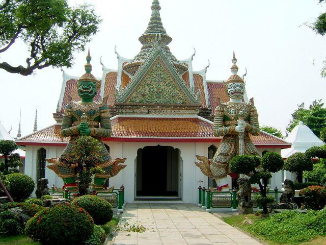 Zdjęcia: Bangkok, Bangkok, strażnicy świątyni, TAJLANDIA