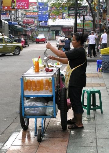 Zdj�cia: rano na Khaosan, Bangkok, �wie�y soczek, TAJLANDIA