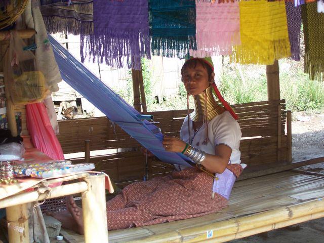 Zdjęcia: na północ od Chiang Mai, północ Tajlandii, długoszyja Karenka, TAJLANDIA