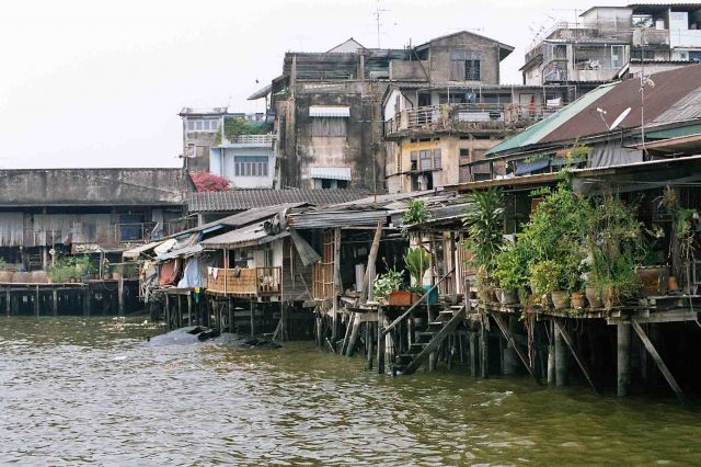 """Zdjęcia: nad brzegiem Chao Prao, bangkok, """"dzielnica willowa"""", TAJLANDIA"""