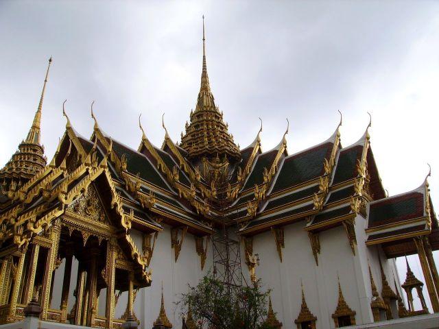 Zdjęcia: zespol palacowo+swiatynny, Bangkok, to dopiero skomplikowany dach!, TAJLANDIA