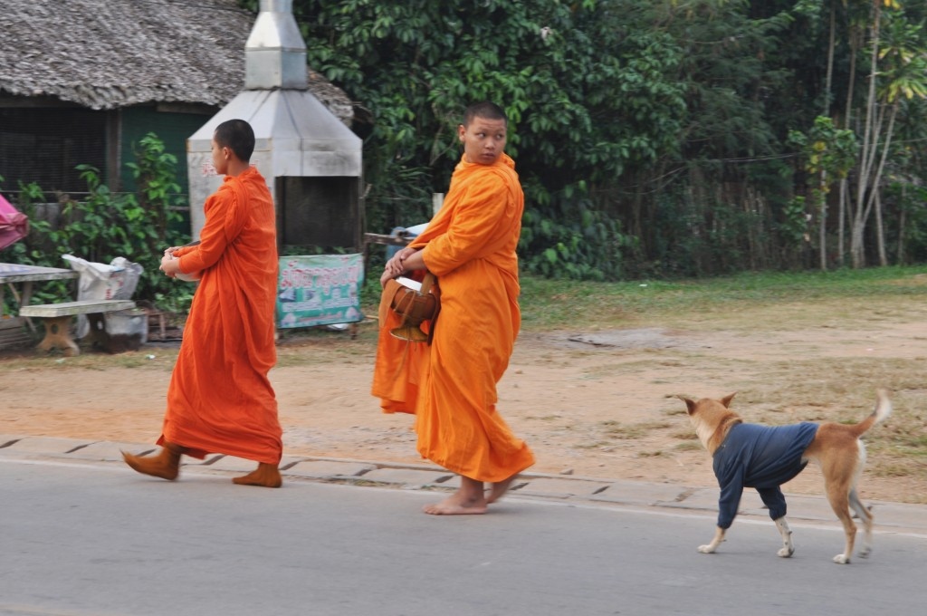 Zdjęcia: Chiang Khong, północna Tajlandia, Poranna jałmużna, TAJLANDIA