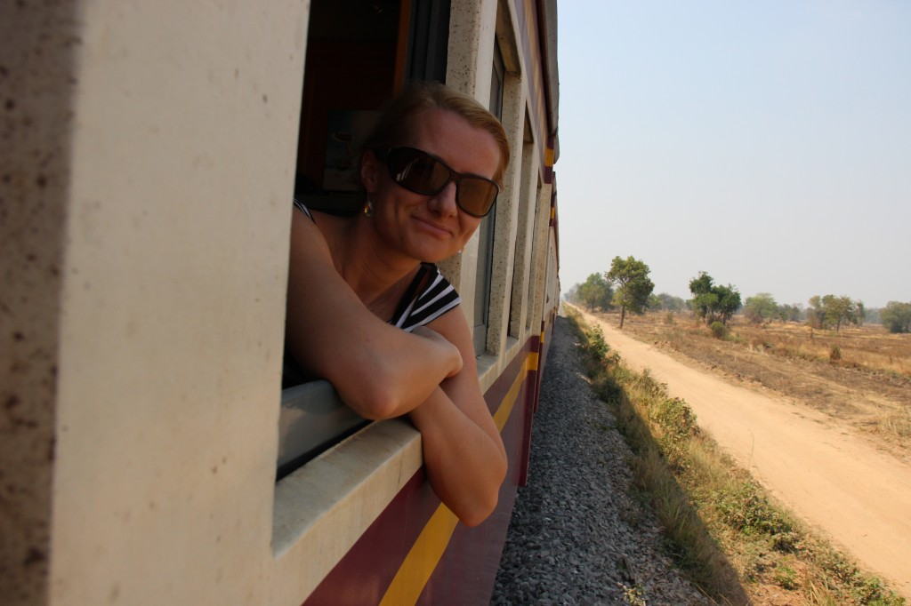 Zdjęcia: Pociąg Bangkok - Aranyaprahet, Bangkok - Aranyaprahet, Wiatr we włosach, TAJLANDIA