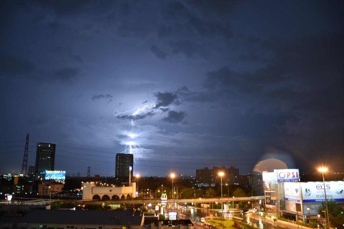 Zdjęcia: Suangluang, Bangkok,  Burza nad bangkokiem, TAJLANDIA