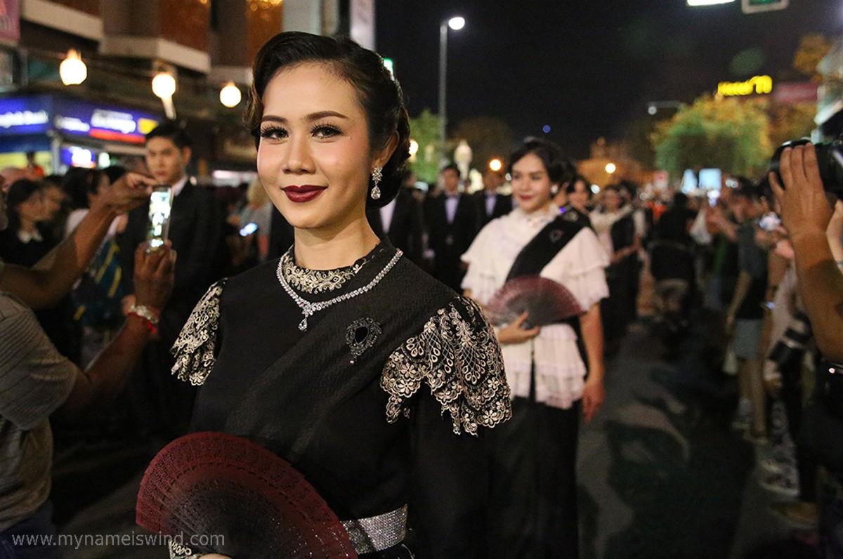 Zdjęcia: Chiang Mai, Chiang Mai, Parada poświęcona zmarłemu  królowi, TAJLANDIA