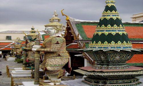 Zdjecie TAJLANDIA / Bangkok / zespół świątynny /  strażnicy
