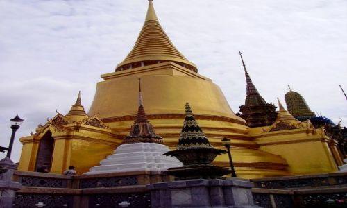Zdjecie TAJLANDIA / Bangkok / zespól Pałacowo-świątynny / wieża za wieżą,a za nią też wieża........