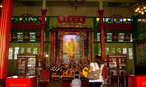 Zdjecie TAJLANDIA / Bangkok / chińska dzielnica / piękne wnętrze światyni w chińskiej dzielnicy