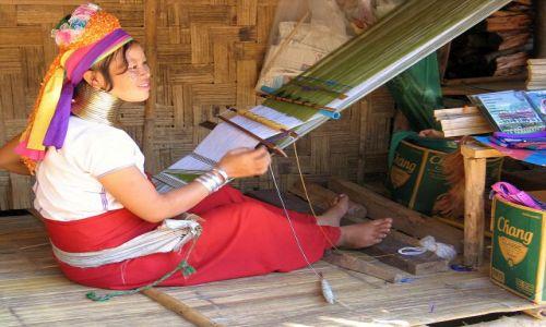 Zdjęcie TAJLANDIA / okolice Chiang Mai / 7 tribes village / Kobieta...i jej