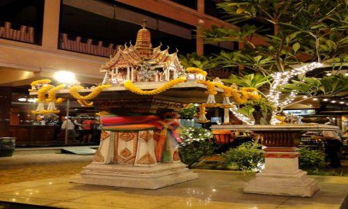 TAJLANDIA / - / Bangkok / Domek dla duchów w biurowcu