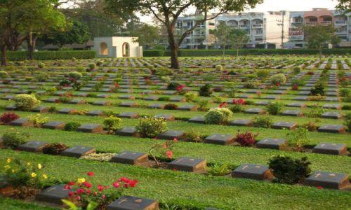 Zdjecie TAJLANDIA / - /  Kanchanaburi  / Cmentarz jeńców alianckich-budowniczych mostu