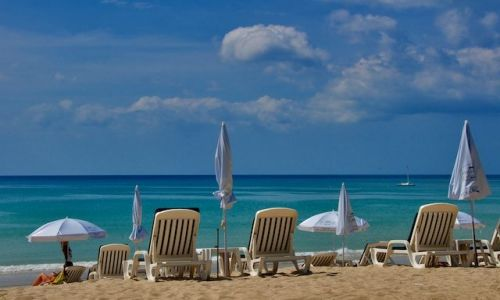 Zdjecie TAJLANDIA / Phuket / Kamala Beach / Plaza w Kamala (Thailand)