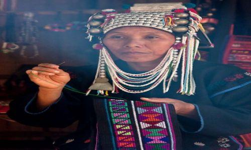 Zdjecie TAJLANDIA / Chiang Mai / 7 Tribes Village / kobieta z plemienia Akha