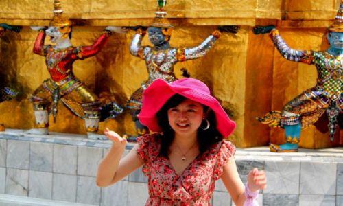 TAJLANDIA / Bangkok / Pałac królewski / Dziewczyna