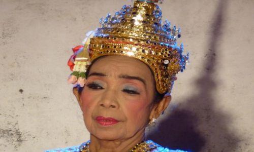 Zdjecie TAJLANDIA / Bangkok / festyn uliczny nad Menamem / tancerka?