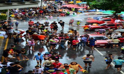 Zdjecie TAJLANDIA / bangkok / in the street... / songkran...