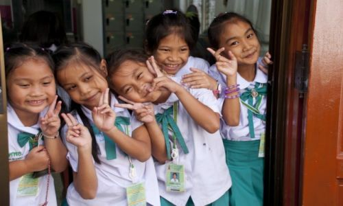TAJLANDIA / Bangkok / Wat Pho / Dzieciaki na przerwie w świątynnej szkole prowadzonej przez Mnichów