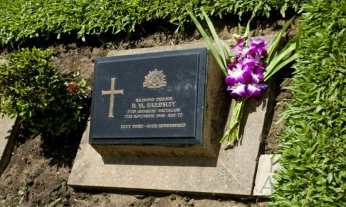 Zdjecie TAJLANDIA / Kanchanaburi / Kanchanaburi / Jeden z nagrobków na cmentarzu jenieckim