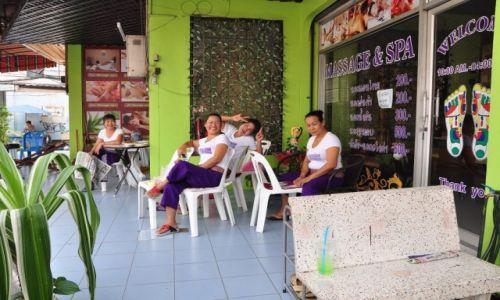 TAJLANDIA / Pattaya / Centrum / Masażystki w oczekiwaniu na klienta