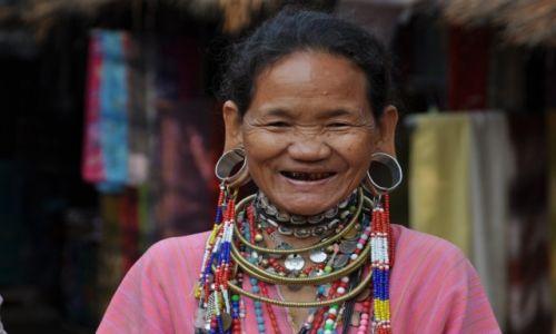 TAJLANDIA / p�nocna Tajlandia / Wioska niedaleko Mae Hong / Kobieta z plemienia