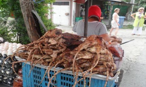 Zdjecie TAJLANDIA / Chiang Mai / straganik na trasie / przydrożny przysmak