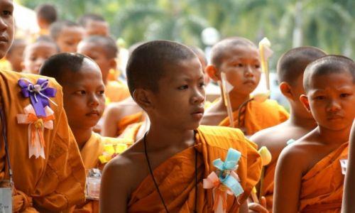 Zdjęcie TAJLANDIA / - / Ayuttaya / Młodzi mnisi.
