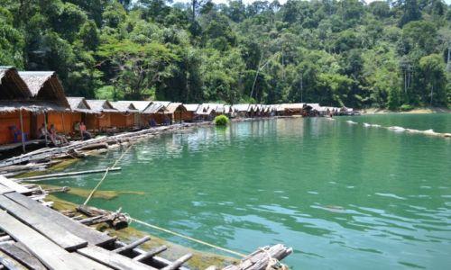 TAJLANDIA / Surat Thani / Khao Sok National Park / Nocleg w chatce na górskim jeziorze