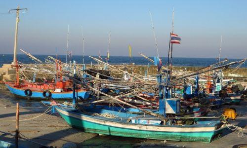 Zdjęcie TAJLANDIA / Zatoka Tajlandzka / Hua Hin / rybackie łodzie