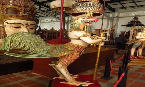 Zdjęcie TAJLANDIA / Bangkok / Muzeum Narodowe / mityczny stwór - Dandima