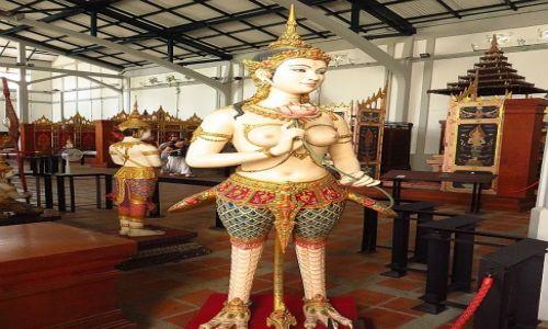 Zdjęcie TAJLANDIA / Bangkok / Muzeum Narodowe / mityczny stwór - apsara