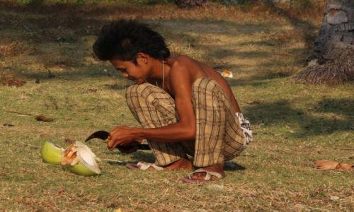 Zdjęcie TAJLANDIA / Koh Lanta / Koh Lanta / Kokosowy chłopak