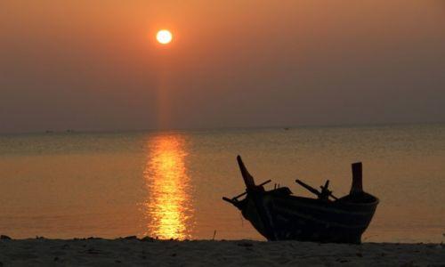 Zdjecie TAJLANDIA / Koh Lanta / Koh Lanta / Zachód słońca na rajskiej plaży