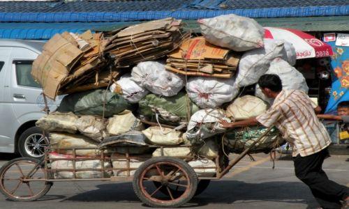Zdjecie TAJLANDIA / Na granicy z Kambodżą / tuż przy granicy / Ile zmieści się na wózek?