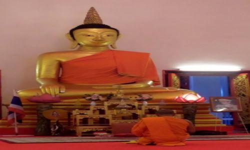 Zdj�cie TAJLANDIA / Phuket / miasto Phuket / Pod figur� Buddy w jednej z licznych �wi�ty�